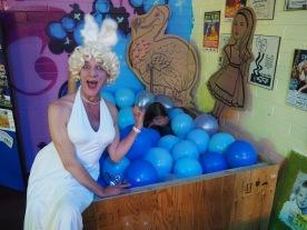 Marylin MunRo making a splash